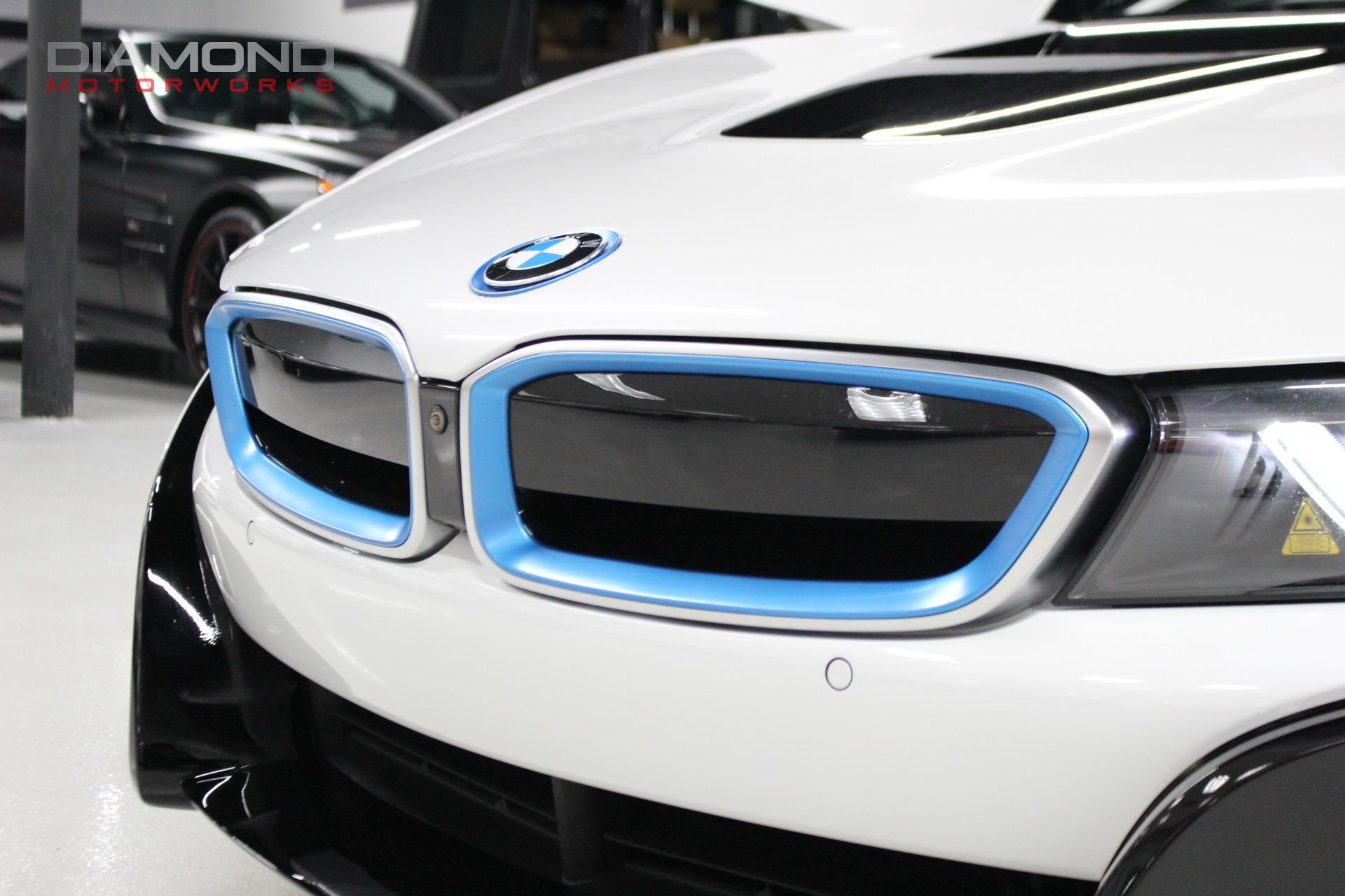 Used-2016-BMW-i8-Giga-World