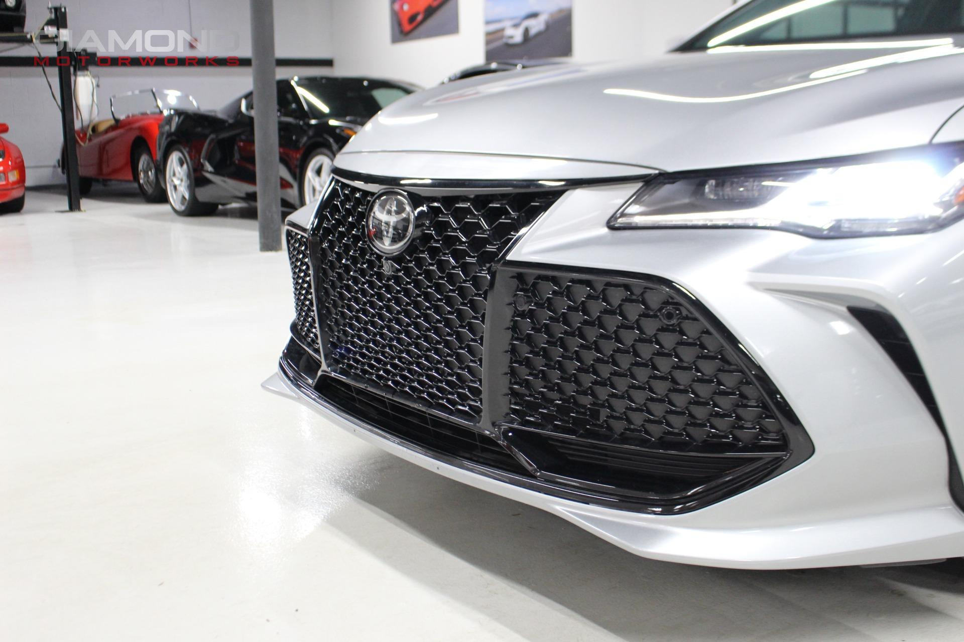 Used-2019-Toyota-Avalon-Touring